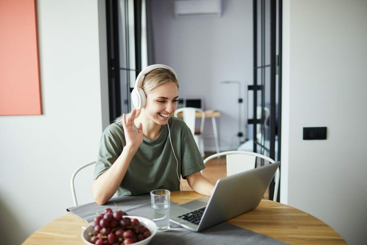 Cheerful-girl-in-headphones-waving-544506-scaled