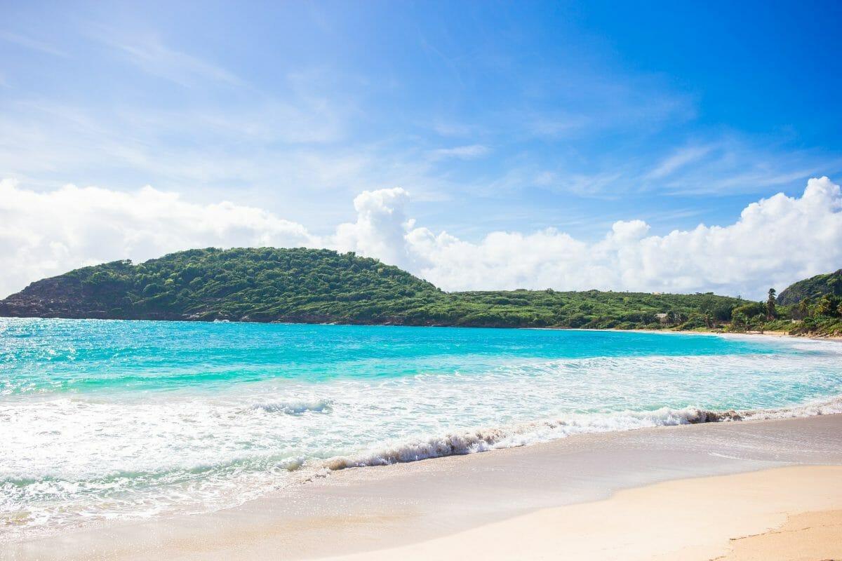 Beautiful-caribbean-beach-404504-scaled