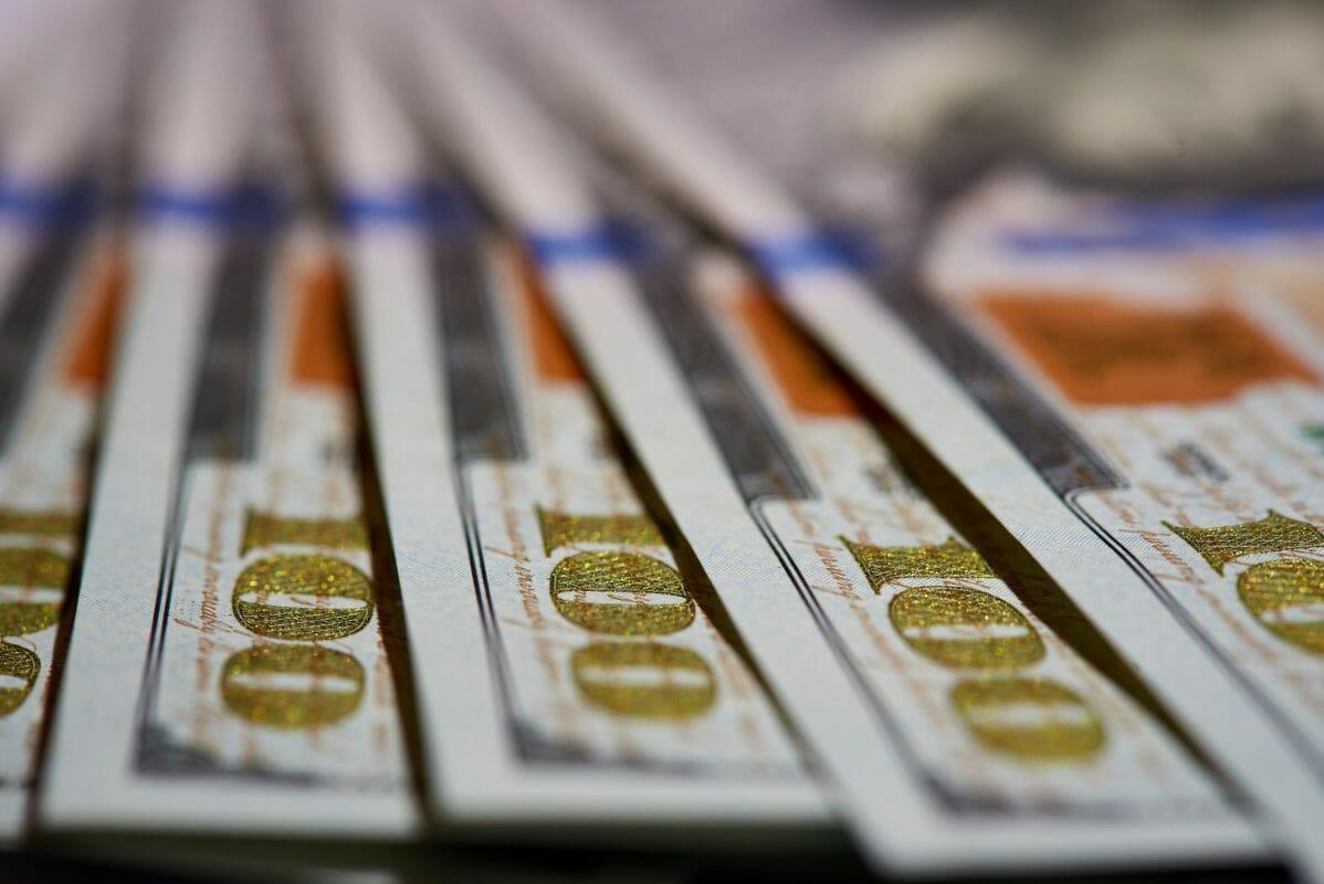 One-hundred-dollar-bills-485464-scaled
