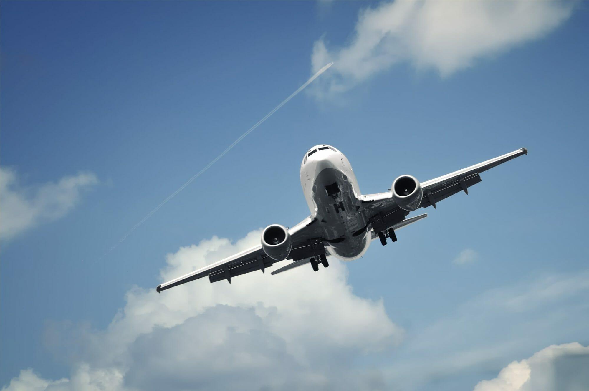 Jet-in-flight-619682-scaled