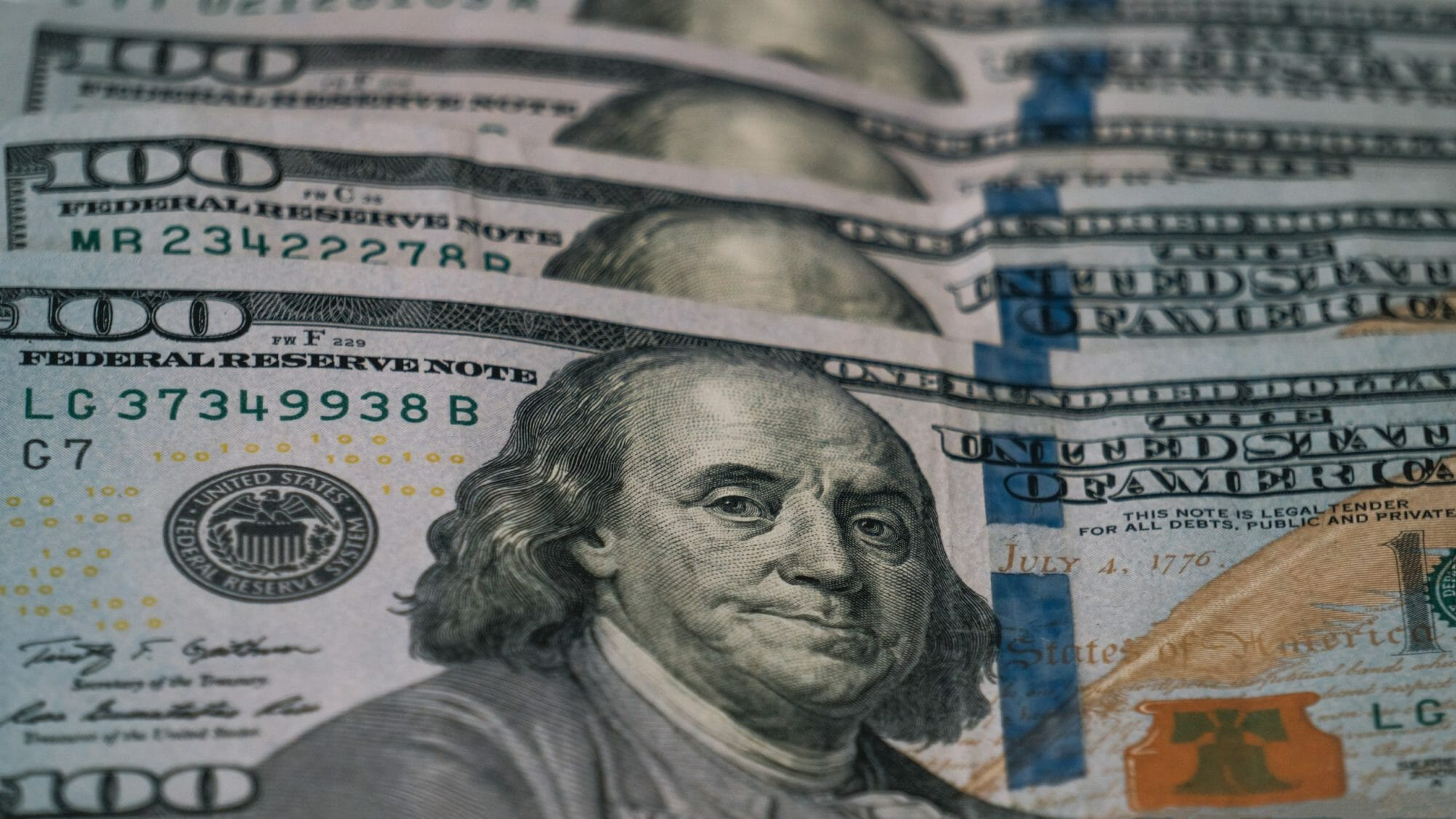 One-hundred-dollar-bills-405327-scaled
